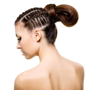 тугие хвосты, наращенные волосы «держат»