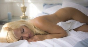 Спать голышом это хорошо